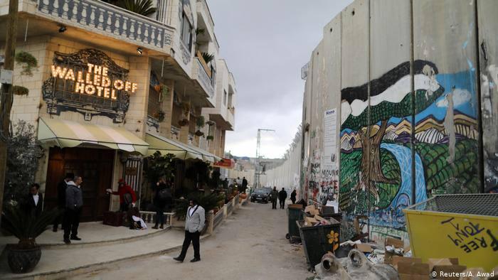 Walled-Off Hotel, граница Израиля и Палестинской автономии.