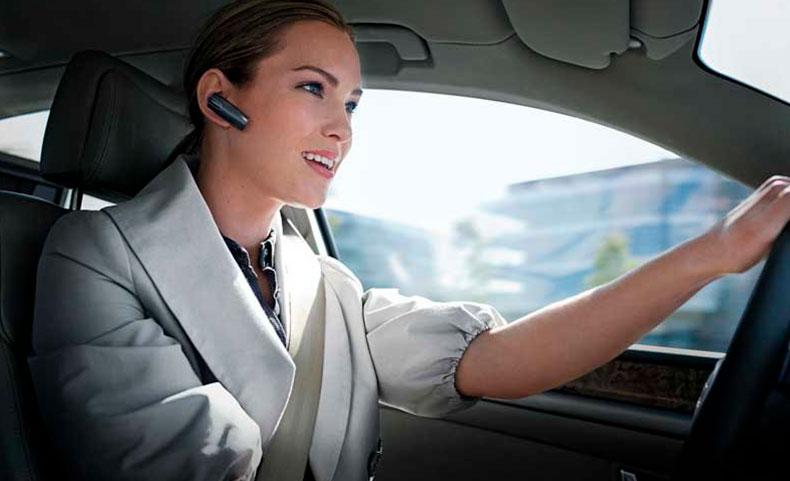 Мобильный телефон за рулем