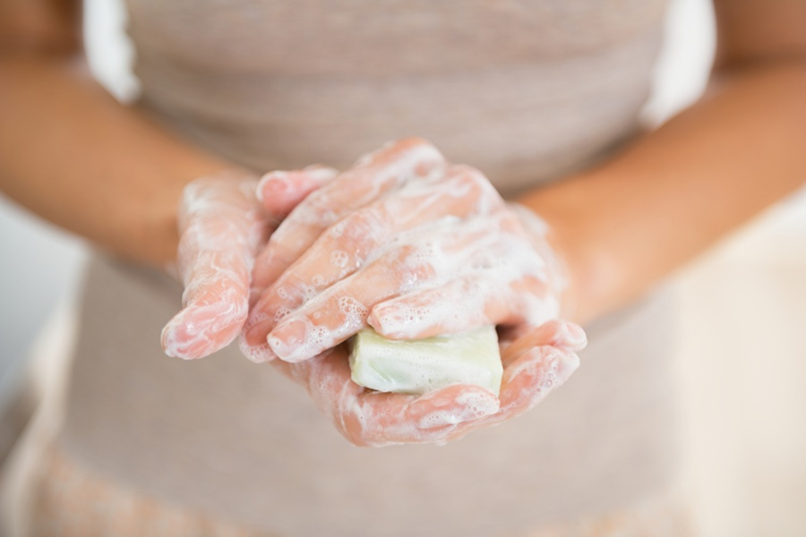 Умывайтесь обычным мылом